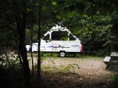 Camping rustique, tentes et/ou tentes-roulotte, camper et petit v�hicule motoris�.